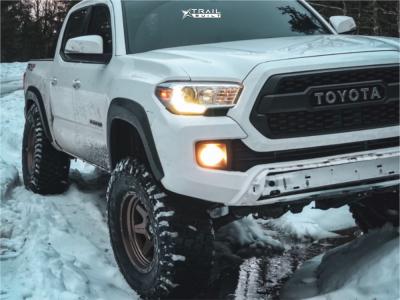 "2017 Toyota Tacoma - 17x9 -12mm - Fuel Shok - Leveling Kit & Body Lift - 35"" x 12.5"""
