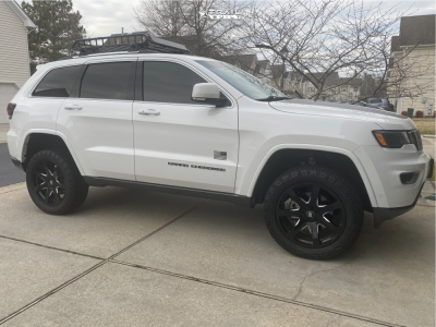 "2018 Jeep Grand Cherokee - 20x8.5 30mm - Black Rhino Mozambique - Suspension Lift 2.5"" - 265/50R20"