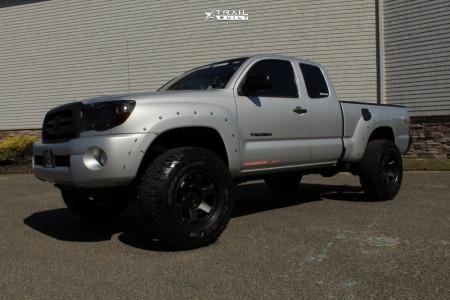 """2008 Toyota Tacoma - 17x9.5 18mm - Black Rhino Roku - Suspension Lift 4"""" - 33"""" x 12.5"""""""