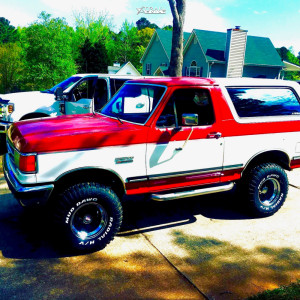 "1988 Ford Bronco - 15x10 44mm - Mickey Thompson Bullet Hole - Suspension Lift 4"" - 33"" x 12.5"""